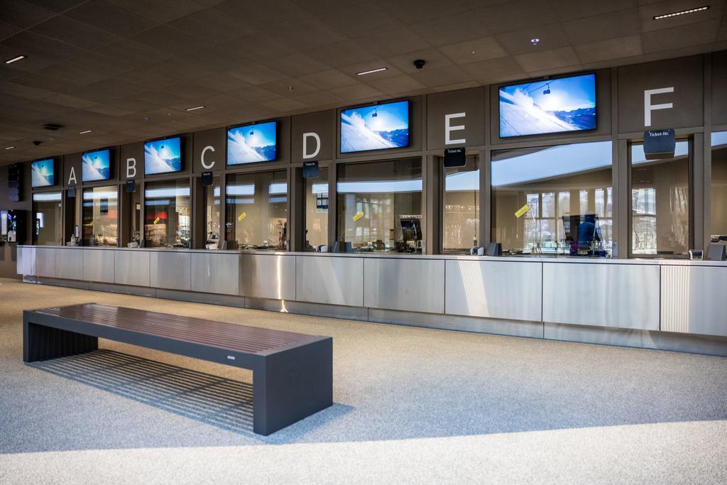 65 Grindelwald-Terminal-Verkaufsschalter.jpg
