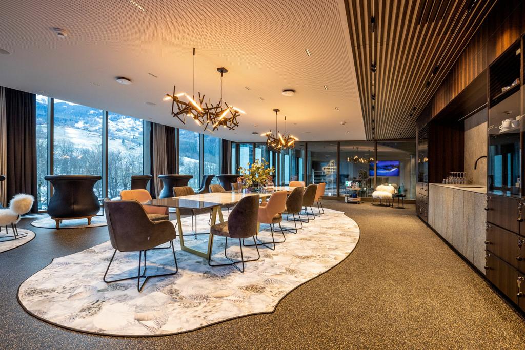60 Grindelwald-Terminal-Platinum-Lounge-2.jpg