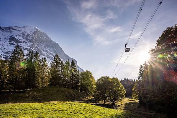 75 Eiger-Express-Grindelwald-Eigernordwand-Weitansicht-Gegenlicht.jpg