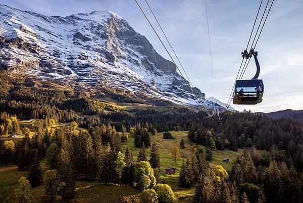 80 Eiger-Express-Grindelwald-Eigernordwand-Weitansicht-Kabine-rechts.jpg