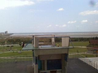 高樓下拍的海景.jpg