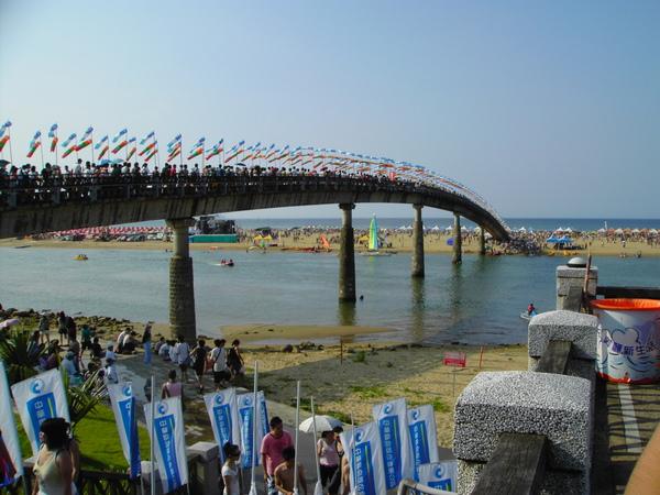 通往海邊的橋