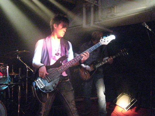 Bass手阿邦