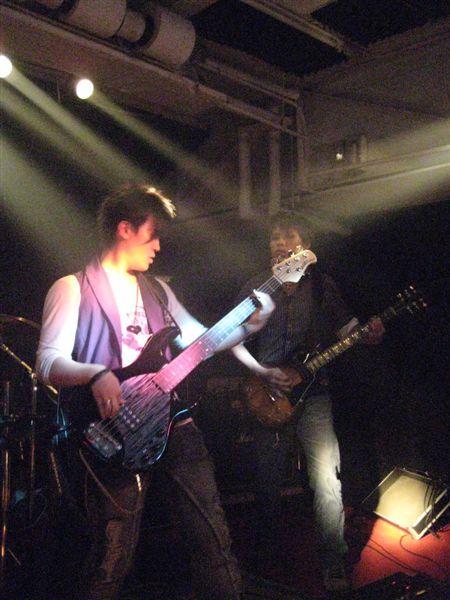 Bass手阿邦和吉他手小隆