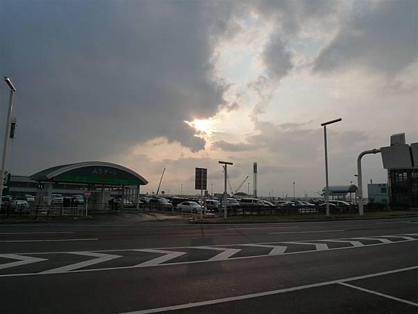 機場前的天空