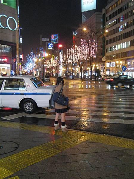 來北海道之後第一個短裙妹XD