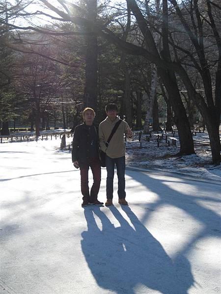 雪上的長影子