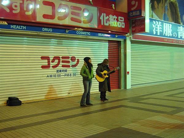 日本街頭藝人真的都好強大啊