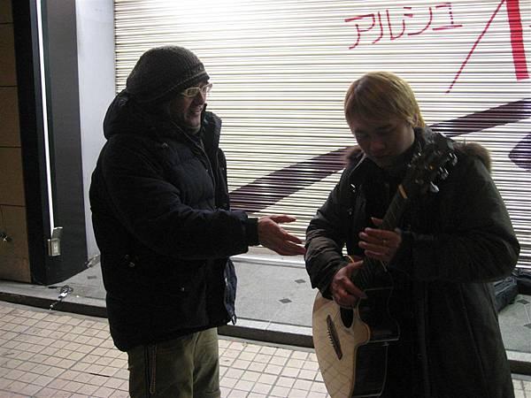 後來又玩起了吉他XDD