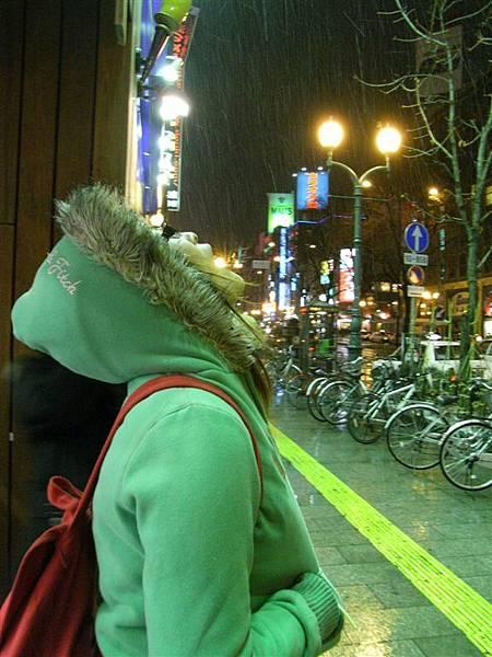 一出門...下雪了下雪了耶!!!