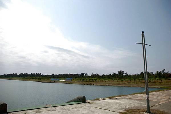 26.不明人工湖.jpg