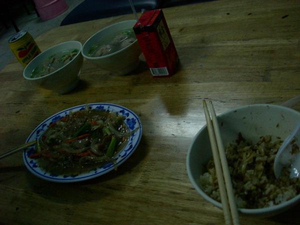晚餐--炒鹿肉+肉燥飯+貢丸湯