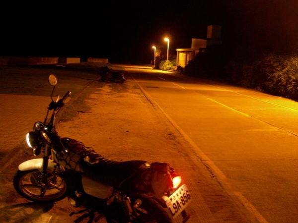 晚上的人權紀念碑