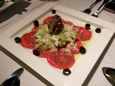 義式生牛肉佐帕瑪森起司及橄欖油