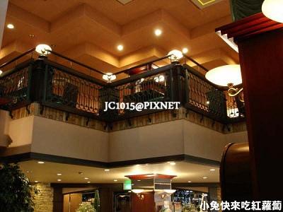一樓大廳,二樓餐廳:剛從二樓吃飽飽 (蟹腳疊羅漢) 下來逛逛~