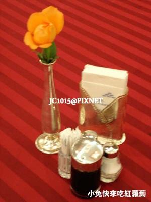 餐桌一朵小花