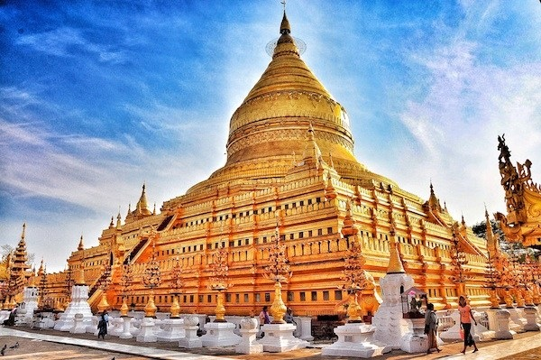 The-Golden-Shwezigon-Pagoda.jpg