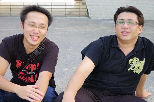 左邊我認識,他騙我說右邊的已經40幾歲