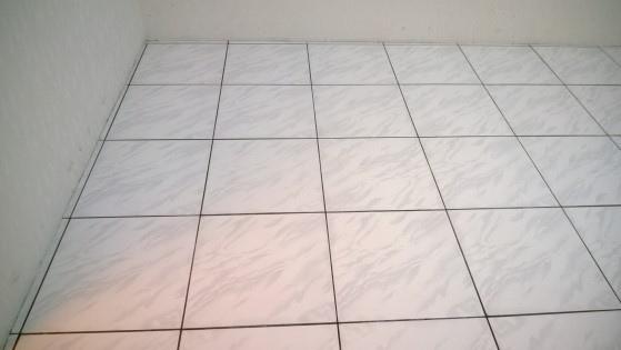 磁磚地板除膠後-1
