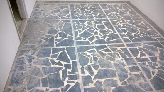 蛇紋石拼貼地板水泥殘留