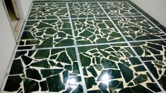 蛇紋石拼貼地板打蠟