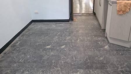 蛇紋石地板研磨前