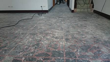 拼貼蛇紋石地板研磨前