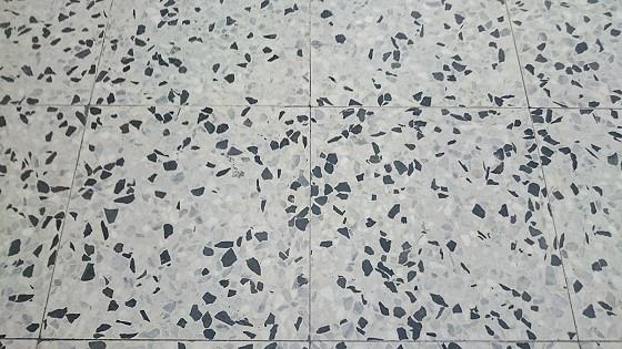 磨石子地板研磨後2