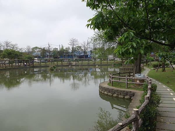 0408大湖公園紫藤 (15).JPG
