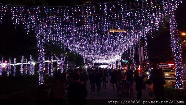 1211新北耶誕城 (17).jpg