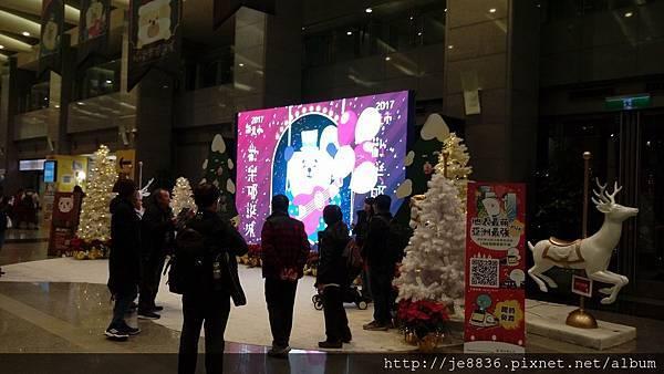 1211新北耶誕城 (34).jpg