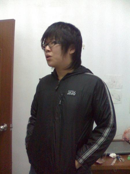 胖子穿我國小的外套