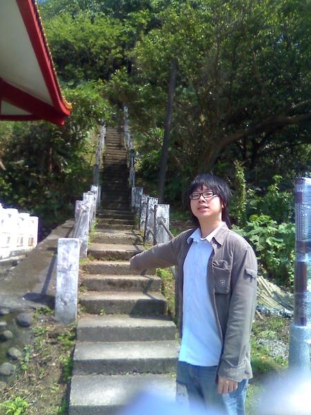 我們要爬這個樓梯上去