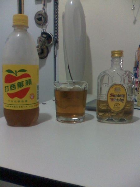 蘋果西打+山多利威士忌+可愛的杯子2