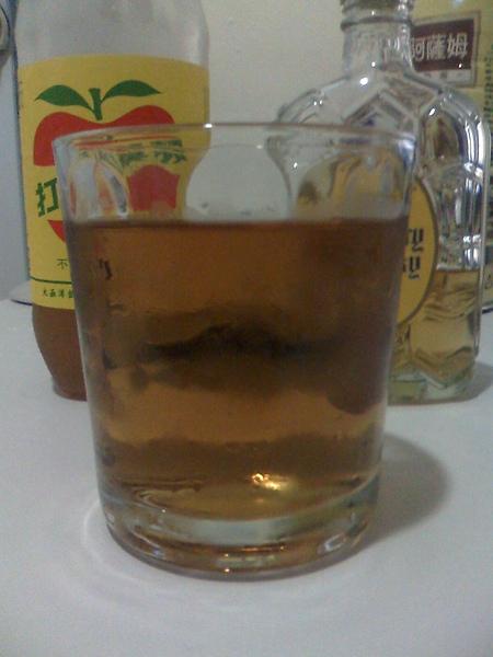 蘋果西打+山多利威士忌+可愛的杯子