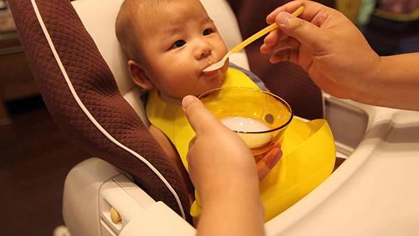 第一次吃副食品4.jpg