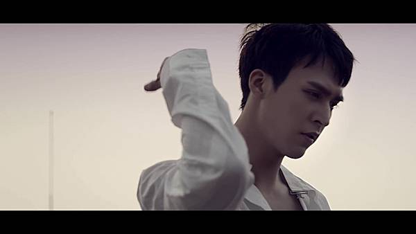 BEAST(비스트) - %5C리본(Ribbon)%5C Official Music Video - YouTube (1080p) 220.jpg