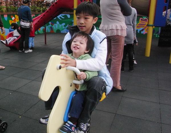 20101211兒童樂園-2.jpg