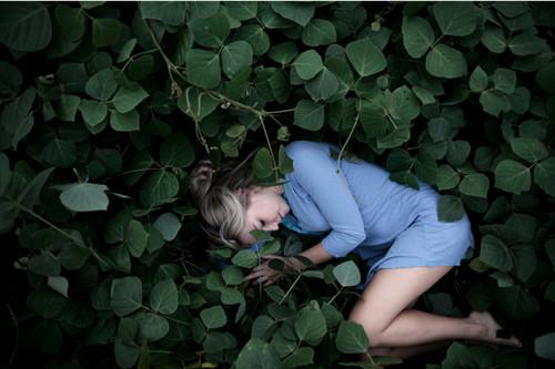blonde,dress,girl,green,legs-31ee65d583b09e1efd18d3dc68bf52ed_h.jpg