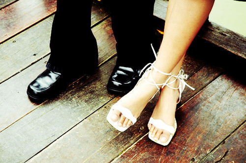 leg,wedding,shoes,couple,cute,love,photography-bb1cdfb021aa8d570dcc1ea1dc58e600_h.jpg