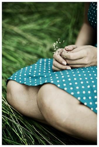 deviant,emotive,favourites,flowers,girl,hand-72fc9c348fa498e7f6f1e5da3e8eb74d_h.jpg