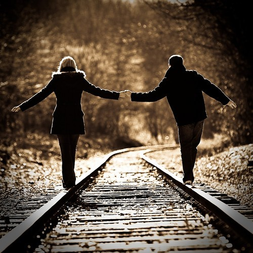 couple,hands,train,train,tracks,love,happy-52c5a1d15c1cfed881f65688fce17854_h.jpg