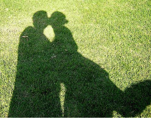 shadow,couple,green,kiss,love,romantic-ec1ce3873a3f71fa9bd3b14402ae2a78_h.jpg