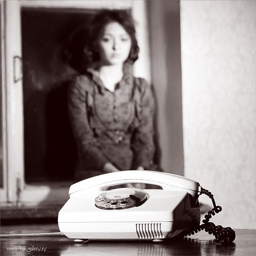 phone,alone,call,calling,loneliness,lonely-b052d886940a9f362dac653501d2970b_h.jpg