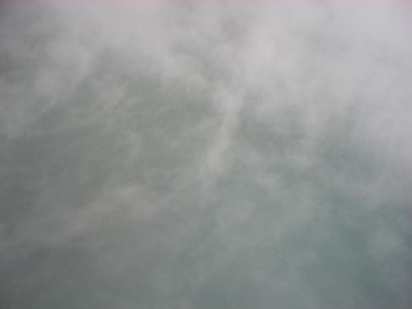 地熱谷池上的沸騰蒸氣像雲一樣