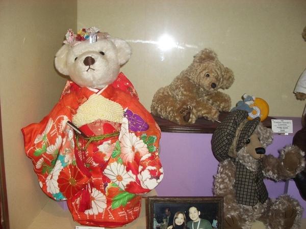 穿和服的泰迪熊