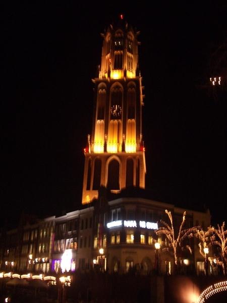 夜間的德姆特倫高塔