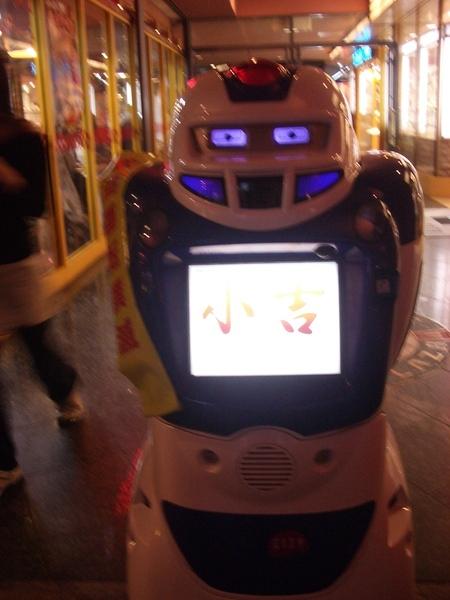博多商圈內的機器人
