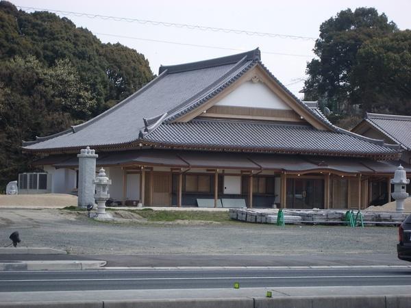 斜背式屋簷(寺院)