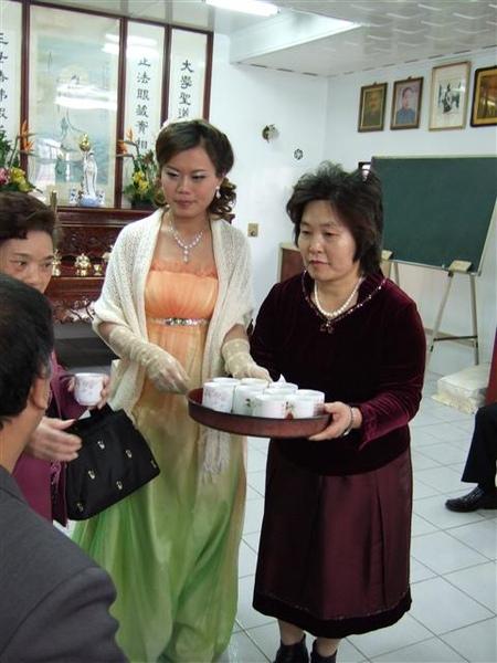新娘子奉茶